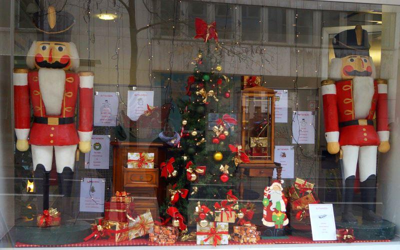 Schaufensterdekoration - Schaufensterdekoration weihnachten ...